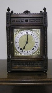 Castellated clock